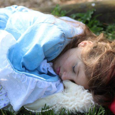 alienor-princesse-bleue-endormie-web